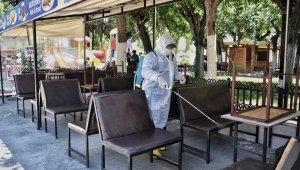 Kuşadası Belediyesi açılacak işyerlerini dezenfekte ediyor
