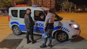 Kütahya'da sokağa çıkma kısıtlamasını ihlal eden 2 kişiye ceza uygulandı