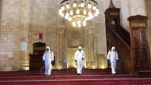 Mardin'de 800 yıllık Ulu Cami dezenfekte edilip ibadete hazır hale getirildi