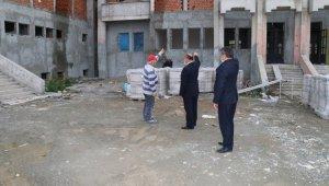 Müdür Başyiğit, okul binası inşaatında incelemelerde bulundu