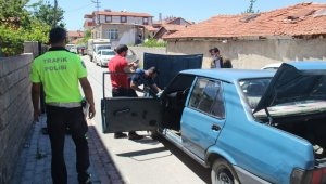 Polisle plakasız otomobil arasında kovalamaca