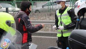 Sokağa çıkma kısıtlamasından muaf olmaları sürücülerin cezadan kaçmalarına yetmedi