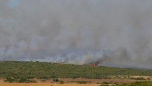 Söndürme çalışmalarının devam ettiği yangında 100 hektarlık makilik alan zarar gördü