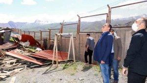 Vali Akbıyık, hasar gören binalarda incelemede bulundu
