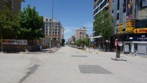 Van'da cadde ve sokaklar boş kaldı