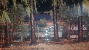 Yüksek gerilim palmiyeleri, palmiyeler de kamyonu yaktı