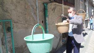 Zeytinburnu'nda 50 bin fesleğen dağıtıldı