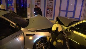 Alkollü sürücünün karıştığı kazada otomobiller hurdaya döndü