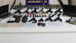 Ataşehir'de cephaneye çevrilen eve polis operasyonu