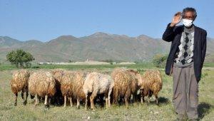 """Bakan Pakdemirli: """"Mehmet Emin amcamıza 20 koyun hediye ettik"""""""