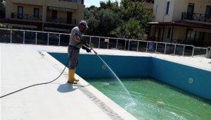 Burhaniye'de sivrisinekle mücadele sürüyor