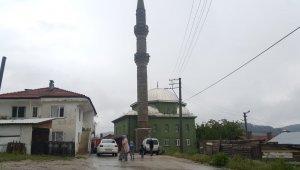 Bursa'da yıldırım düşen camide yangın çıktı