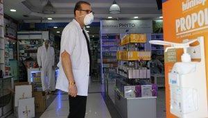 Diyarbakır'da eczacılar 3 milyondan fazla maske dağıttı