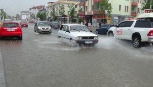 Düzce'de cadde ve sokaklar sular altında kaldı