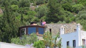 Firari Can Dündar'ın villasının kaçak bölümleri yıkılıyor