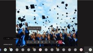 Hemşirelik Fakültesi öğrencilerine dijital mezuniyet töreni