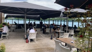 Hollanda'da kafe ve restoranlar bugün yeniden açıldı