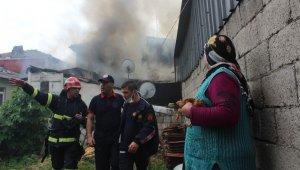 İzmit'teki yangında evsiz kalan 3 aile barınma merkezine yerleştirildi
