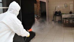 Kapalı olan esnafın işyerleri dezenfekte edildi