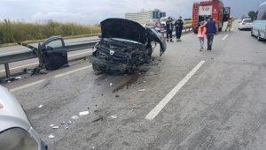 Otomobilin bariyerlere çarptığı kazada 6 kişi yaralandı