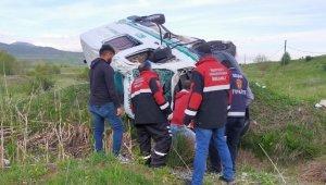 Sivas'ta cenaze aracı takla attı: 1 ölü, 1 yaralı