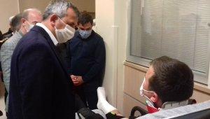 Vali Sezer yaralı polisleri ziyaret etti