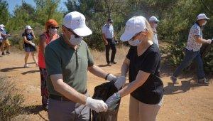 100 gönüllü ile Ayvalık'ta çevre temizliği