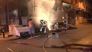 Bağcılar'da gece vakti çok sayıda işyerinde yangın çıktı