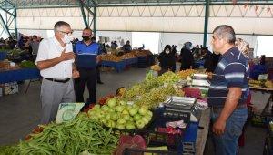Başkan Bozkurt kapalı pazar yerinde esnaf ve vatandaşla bayramlaştı