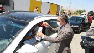 Batman Valisi Şahin, trafik kontrol noktalarında denetimlerde bulundu
