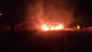 Bornova'da rekreasyon alanının üst kısmında ot yangını