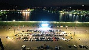Büyükşehir'in arabalı sinema günlerine yoğun ilgi