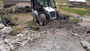 Çaldıran'da temizlik ve yol onarım çalışması