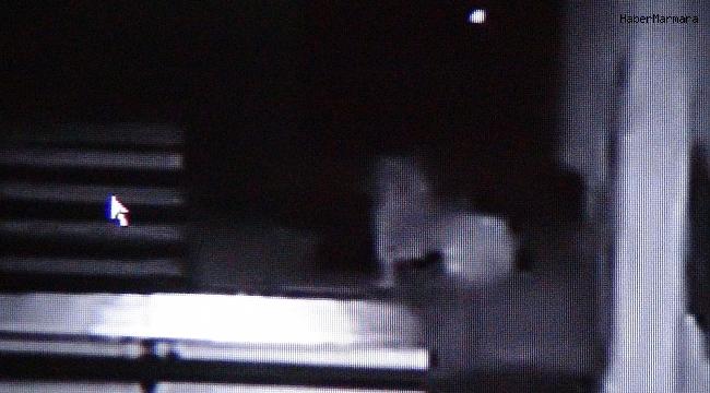 Camide uyuyan adamın parasının çalınması kamerada