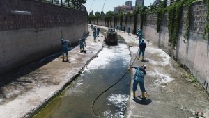 Daha sağlıklı çevre için Kocasinan'da kanallar temizleniyor