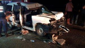 Denizli'de hafif ticari araç ile traktör çarpıştı: 5 yaralı