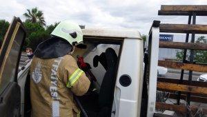 E-5'te yanan kamyonet itfaiye tarafından söndürüldü