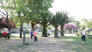 Kadıköy'de yeni normale uygun sabah sporları başladı