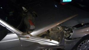 Kırıkkale'de 2 otomobil kafa kafaya çarpıştı: 2 yaralı