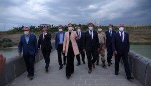 Kültür ve Turizm Bakan Yardımcısı Alparslan ve AK Parti Genel Başkan Yardımcısı Karaaslan Muş'ta