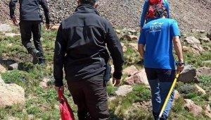 Mahsur kalan dağcıyı JAK kurtardı