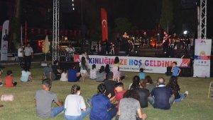 Mersin'de 'sandalyeni kap gel' konserleri
