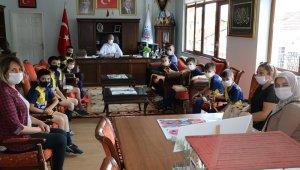 Minik sporculardan Başkan Biçer'e ziyaret