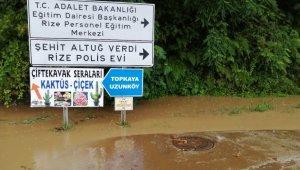 Rize'de sağanak yağış hayatı olumsuz etkiliyor