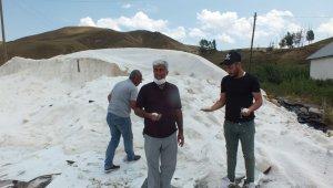 Şiddetli yağış ve dolu tuz üreticileriyle kavun tarlalarını vurdu