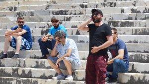 Tarihi tapınakta ezan okundu