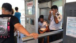 Tehditle cep telefonunu gasp eden şüpheli vatandaşlar tarafından yakalandı