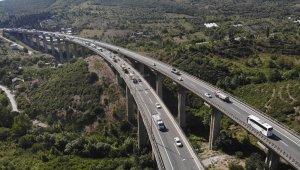 TEM ve D100 Karayolu'nda bayram trafiği başladı