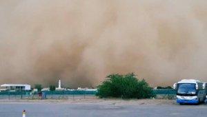Umman'ı büyük bir kum fırtınası vurdu