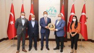 Yüksekova TSO'dan Vali Akbıyık'a teşekkür plaketi